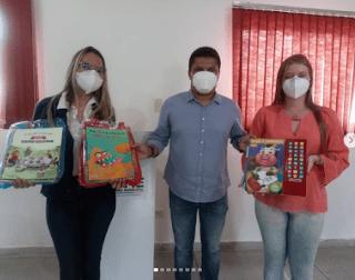 Secretaria de educação de Sumé entrega kits escolares e também 400 livros