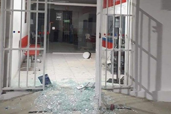 Bandidos explodem agência bancária em cidade do Cariri
