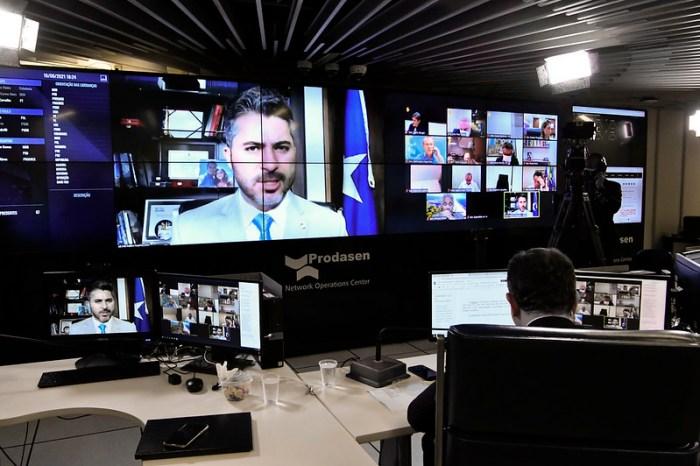 Senado aprova texto-base da MP que viabiliza privatização da Eletrobras