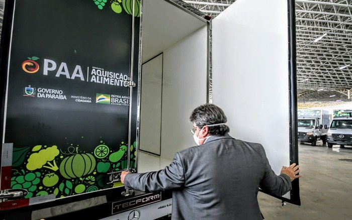 Sumé recebe caminhão do Programa de Aquisição de Alimentos