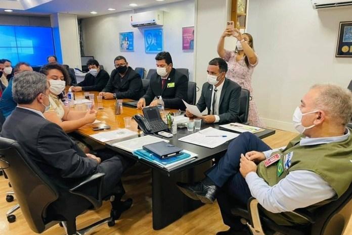 Prefeitos caririzeiros se reúnem com o Ministro da Saúde em Brasília