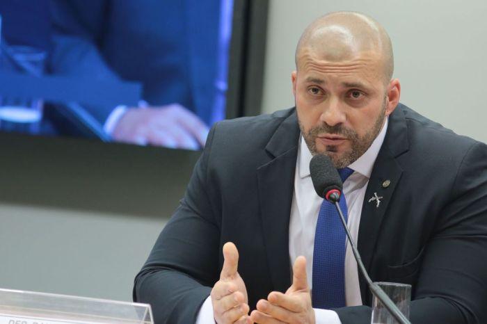 Moraes fixa fiança de R$ 100 mil a Daniel Silveira e autoriza inquérito sobre violação de tornozeleira