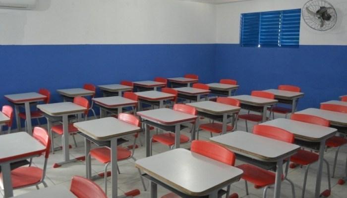 Decreto mantém aulas práticas do ensino superior presenciais; retorno da rede pública continua suspenso