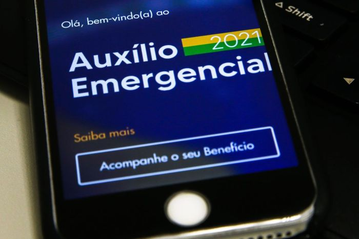 Trabalhadores nascidos em abril podem sacar auxílio emergencial