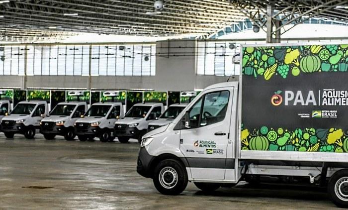 João Azevêdo entrega caminhões e equipamentos para fomentar a agricultura familiar em 84 municípios