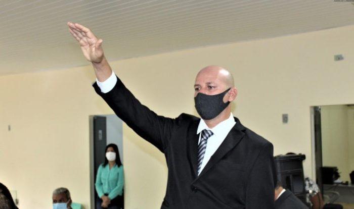 Câmara dá posse a novo prefeito de Riacho de Santo Antônio