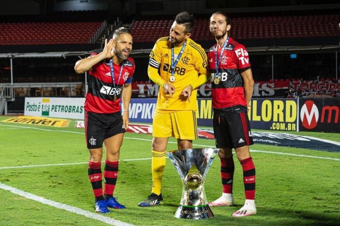 Trio do Flamengo fica livre para assinar pré-contrato a partir da próxima semana