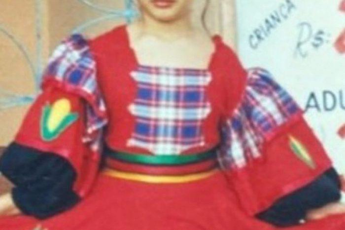"""Juliette resgata foto da infância no São João e compartilha cordel: """"Paraibando"""""""