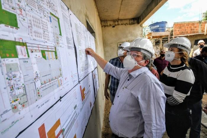 João Azevêdo inspeciona obras de mobilidade urbana e de segurança do Governo em Campina Grande