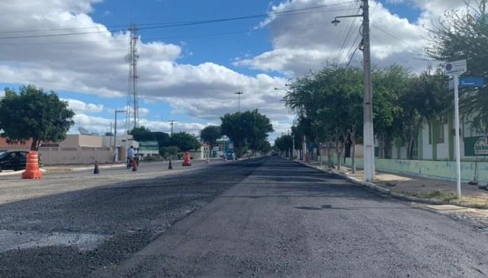 Governo do Estado inicia pavimentação asfáltica das ruas centrais de Serra Branca