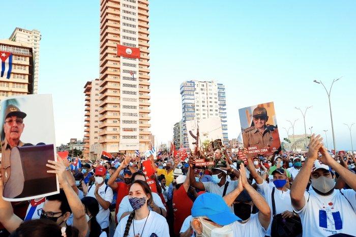 Em Cuba: cerca de 100 mil pessoas se reúnem em Havana para se manifestarem em defesa do governo