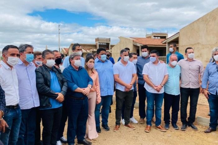 Governador João Azevêdo inaugura obras no Cariri ao lado de prefeitos e aliados