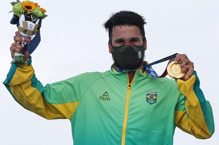 Nordestino, Ítalo Ferreira, supera até prancha quebrada e leva o 1º ouro da história do surfe