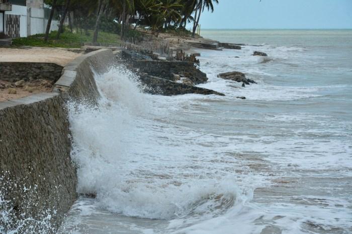 Marinha emite alerta de ondas de até quatro metros na Paraíba neste final de semana