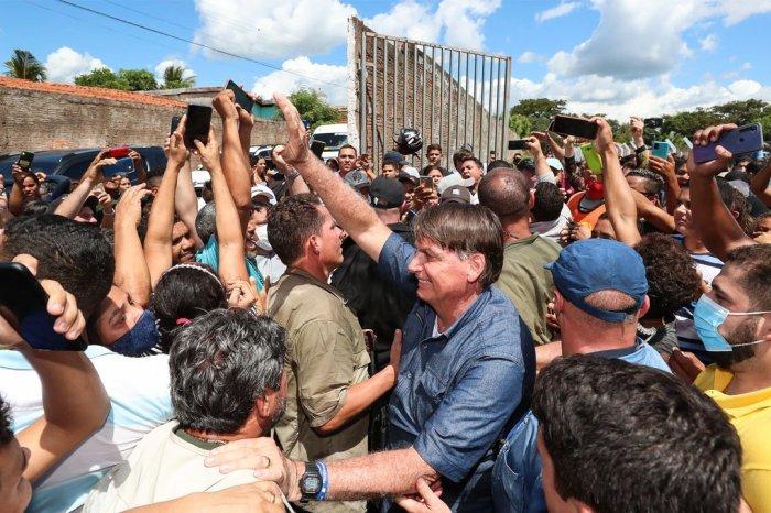 Maranhão multa Bolsonaro em R$ 80 mil por aglomeração sem máscara
