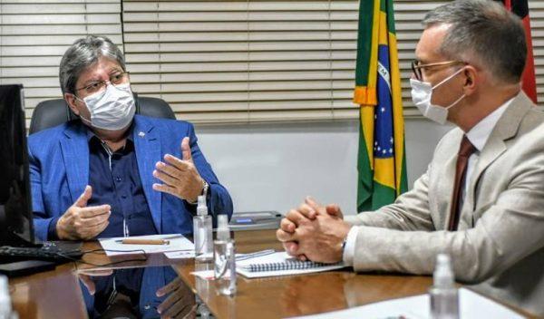 João se reúne com cônsul francês e discute cooperação entre a PB e França