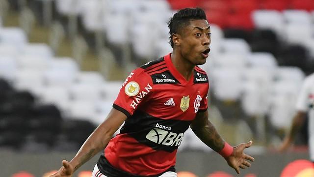Flamengo goleia São Paulo por 5 a 1, com três de Bruno Henrique, e encerra jejum de 4 anos