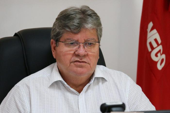 João Azevêdo inspeciona obras do canal Acauã-Araçagi, Lucena, Mamanguape e Sapé