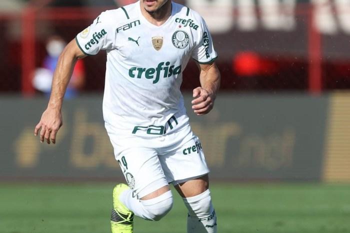 Palmeiras atropela o Atlético-GO e é líder isolado do Brasileirão