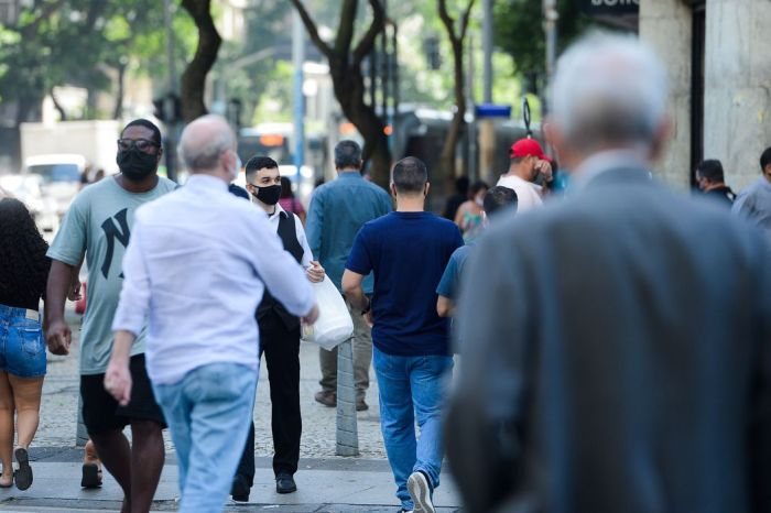 Média de mortes por covid-19 está em queda desde  junho, diz Fiocruz