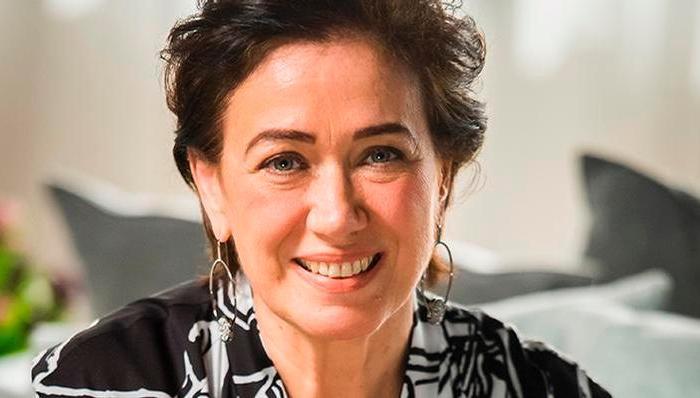 Prestes a completar 64 anos, Lilia Cabral garante que não fez botox e nem preenchimento