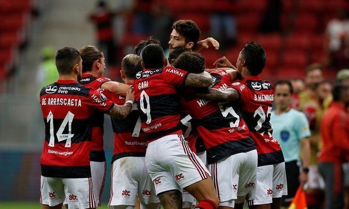 Com festa da torcida, Flamengo goleia o Defensa e vai às quartas
