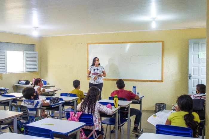 Estudantes do 1° ao 5° ano da rede pública voltam às aulas presenciais no Congo
