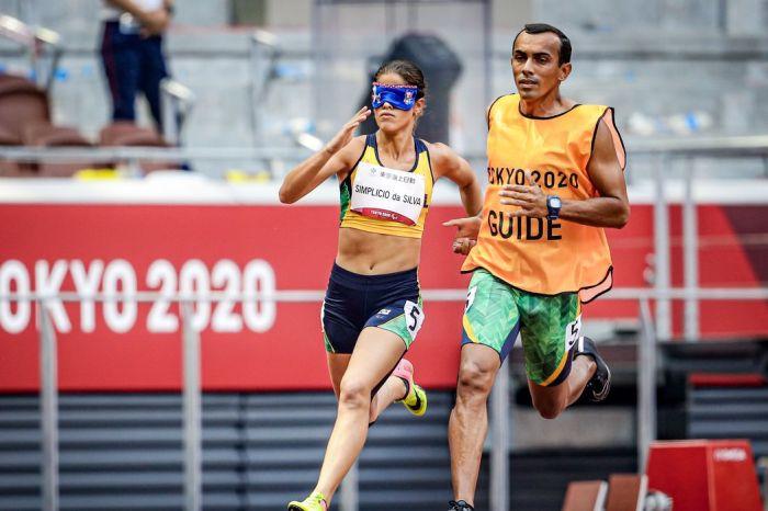 Paralimpíada: Thalita Simplício fica com a prata nos 400 m classe T11