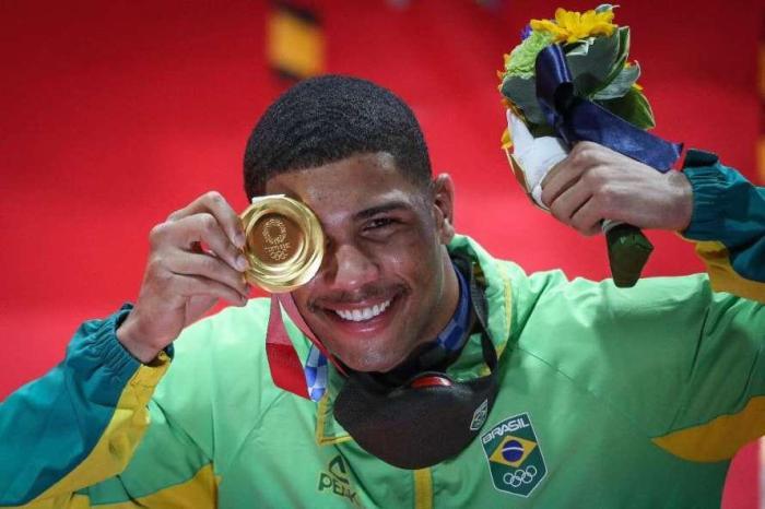 Hebert Conceição aplica nocaute de forma espetacular no 3º round e vence medalha de ouro no boxe