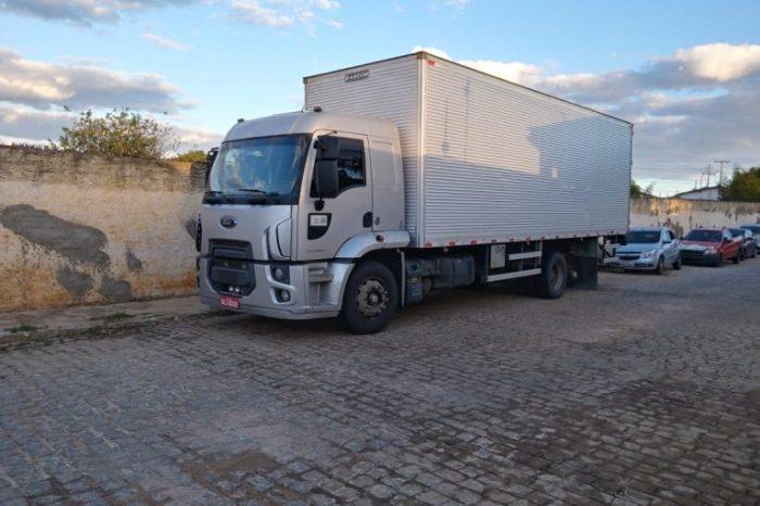 NO CARIRI: Caminhão roubado em Pernambuco é encontrado pela PM abandonado na BR-412