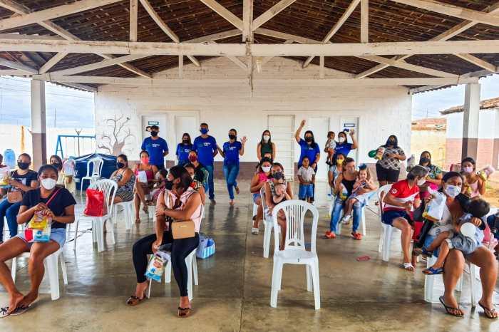 Obedecendo as normas de segurança sanitária, Prefeitura de Monteiro reúne pais e alunos do Programa Criança Feliz