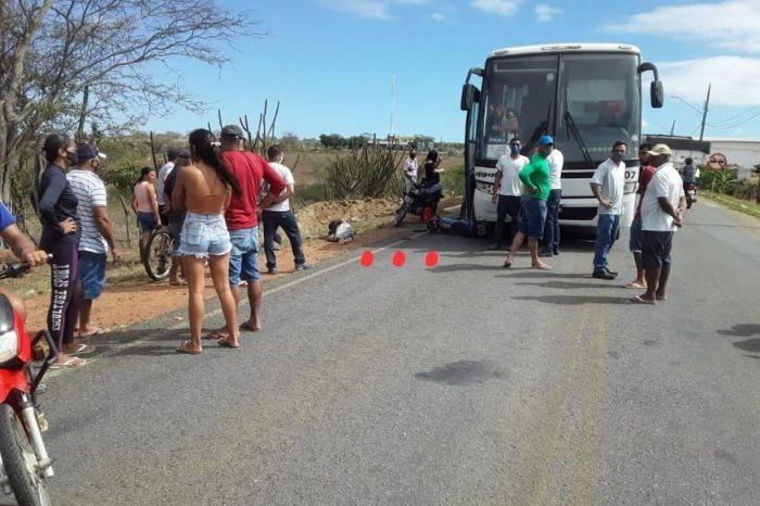 Acidente envolvendo moto e ônibus deixa uma pessoa morta em rodovia na região do Cariri