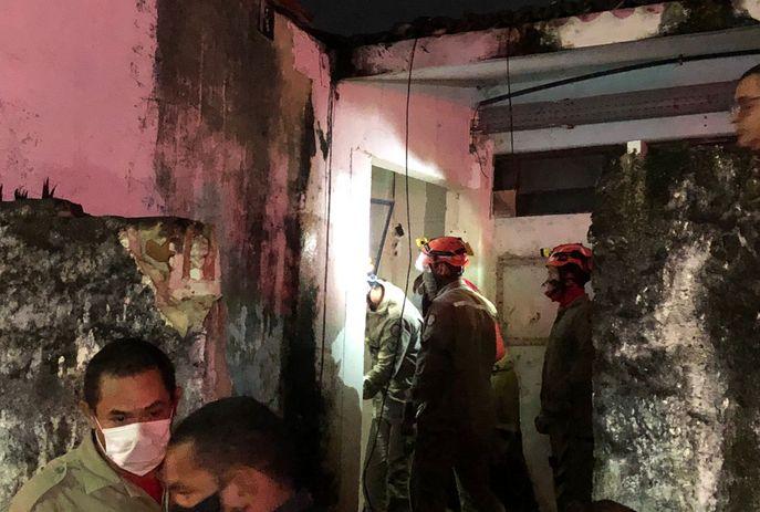 Adolescentes sofrem choque elétrico após invadir casa de força de maternidade, na capital