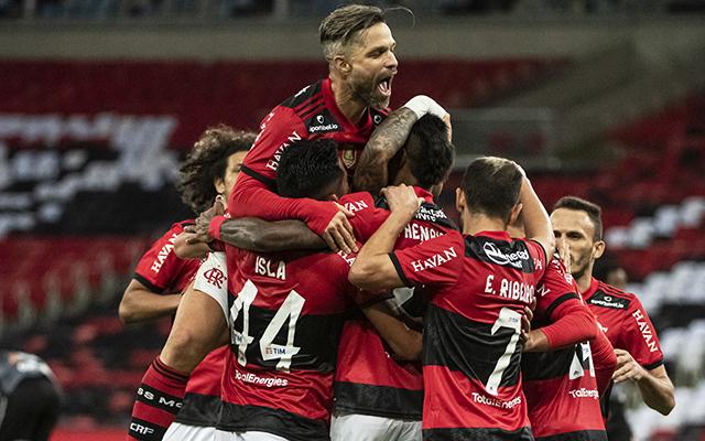 Flamengo vence Corinthians em São Paulo e segue em boa fase depois da chegada de Renato Gaúcho