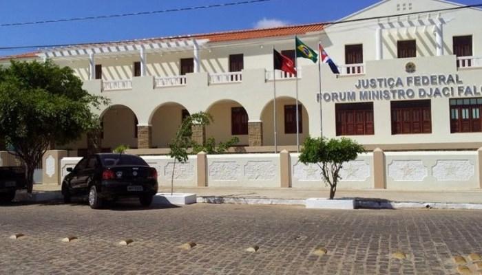 Justiça Federal, com sede em Monteiro, manda bloquear bens de prefeito, secretária de saúde e empresa