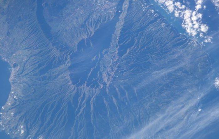 Vulcão na costa da África capaz de gerar tsunami e atingir a Paraíba entra em alerta de erupção