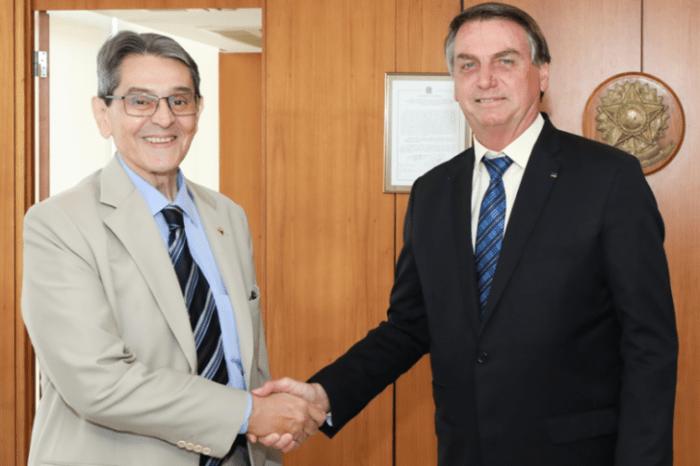PTB apresenta proposta de filiação a Bolsonaro