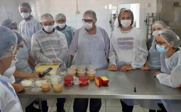 Curso de Queijos beneficia produtores em cidade do Cariri