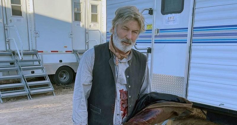 Arma usada por Alec Baldwin em filmagens e que matou diretora era legítima, diz promotora