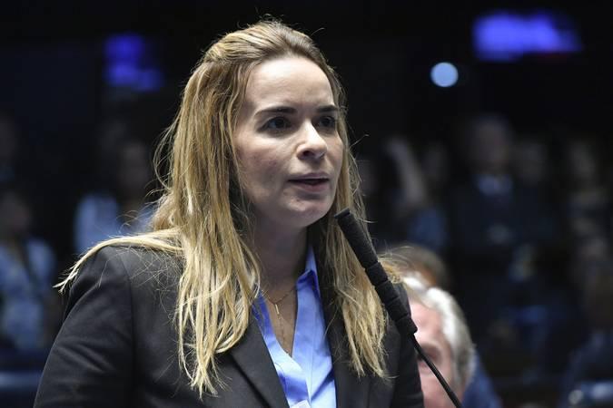 """Daniella critica postura de Ana Cláudia: """"Ela pode se chatear, mas entregue os cargos"""""""