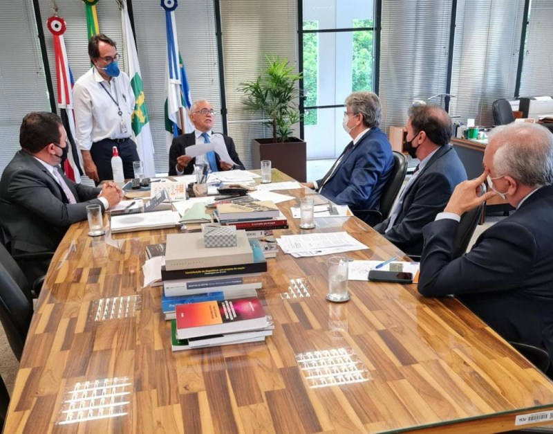 João Azevêdo reivindica no TCU liberação das obras do Ramal Piancó