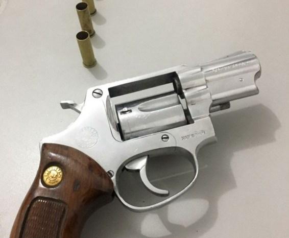 PM apreende armas e prende suspeitos na Paraíba