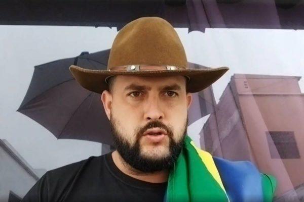 MOÍDOS DA REDAÇÃO: Após dois meses foragido, Zé Trovão se entrega à Polícia Federal em Santa Catarina