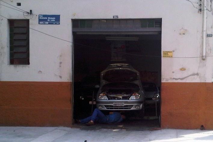 Oficina mecânica familiar, Grotão da Bela Vista<br />Foto Abilio Guerra
