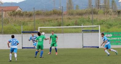 Serrano controlant la pilota durant la primera part // Jose Polo