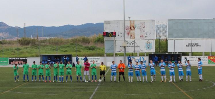 Els dos equips posant durant l'inici del matx // Jose Polo