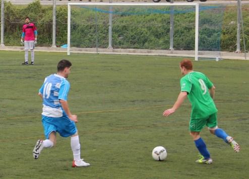 Pons va baixar al centre del camp per l'absència de Balaguer // Jose Polo