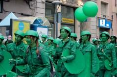 L'Exèrcit Wert arribava amb pas ferm passant per la plaça de l'Ajuntament // Jose Polo