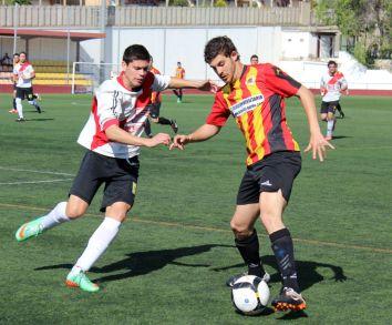 Carles Capella encarant a un rival en un partit de la temporada passada // Jose Polo