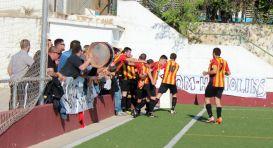 Jugadors i afició celebren, units, un gol en un partit de la passada temporada // Jose Polo